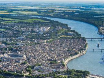 Arles à la manière des troubadours